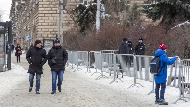 В Волгограде выставили ограждения вокруг сквера Симбирцева. Готовятся новые перекрытия