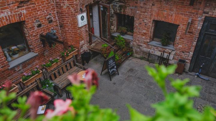 История Старокирпичного переулка: как заброшенный двор в Перми превратили в кусочек Европы