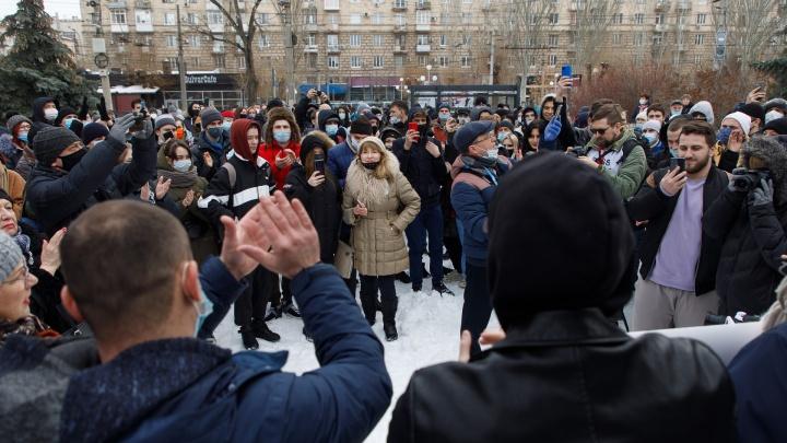 В центре Волгограда стартовала несанкционированная акция протеста