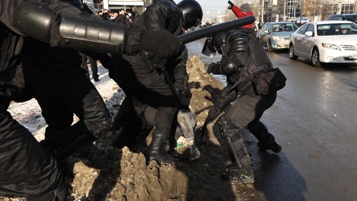 Депутат Госдумы из Челябинска предложил перестать бить участников митингов и наказывать их по статье