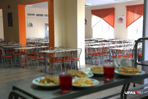 По словам главы региона, на питание школьников выделены баснословные деньги
