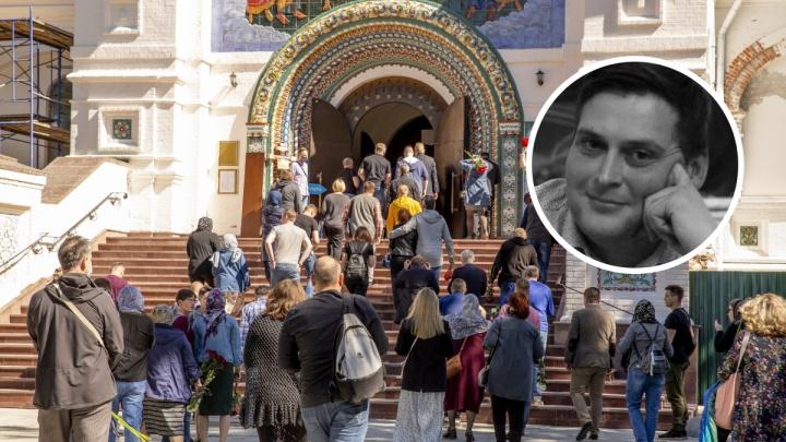 Человек, которого любили: в Ярославле простились с Яном Левиным