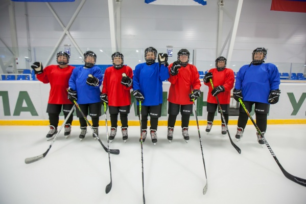 Команда хоккеисток получила форму и время для тренировок, благодаря помощигенерального директора группы компаний «УЛК» Владимира Буторина
