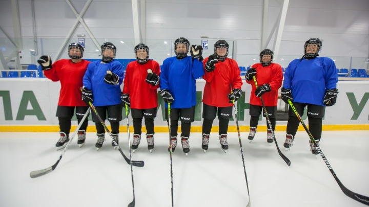 Всего лишь 60 с хвостиком: как бабушки организовали хоккейную команду, и кто им в этом помог