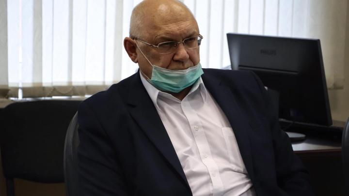 «Давайте объявим ЧП»: бывший главврач Соловьёвской больницы выступил против вакцинации в торговых центрах