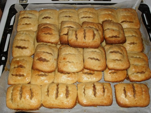 Готовые яблочные пирожки из творожного теста
