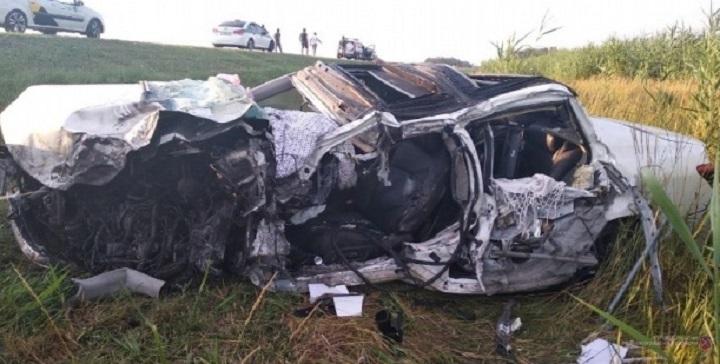 Спасло чудо: на трассе в Волгоградской области грузовик разорвал Lexus