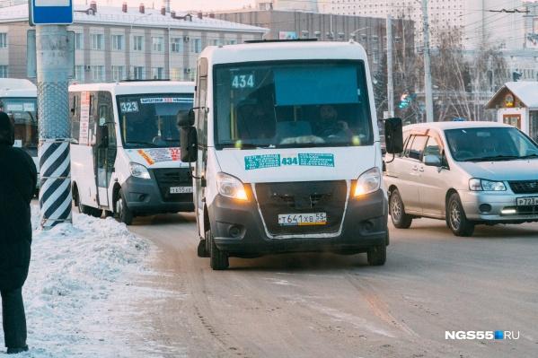 Виталий Торопов считает, что муниципалитет должен заключать договоры с частными перевозчиками на равных условиях