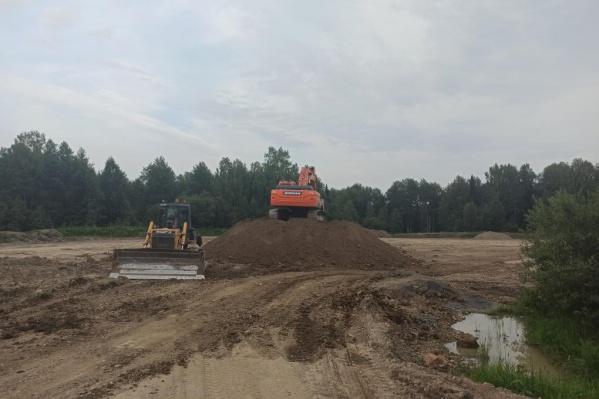 Весной автодорожная компания начала строительные работы, из-за этого был нарушен природный рельеф