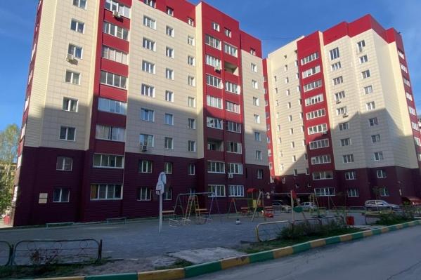 Конфликт произошел во дворе жилого комплекса на улице Адриена Лежена
