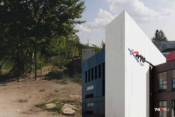 Школа должна появиться на месте запущенного пустыря, но по документам участок находится на территории парка