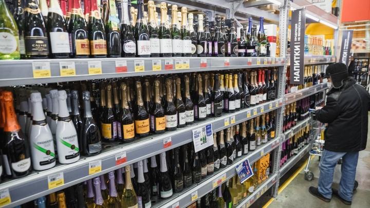 В Кузбассе больше 200 человек отравились алкоголем с начала года. 90 из них умерли