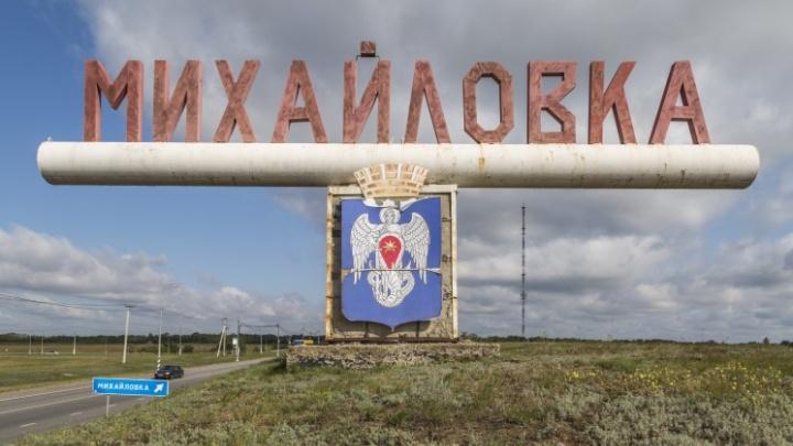 «Тополь разрушил три балкона»: под Волгоградом в райцентре устраняют последствия шторма