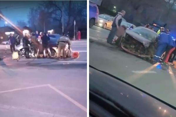На месте аварии работали сотрудники МЧС России, полиции, спасатели МАСС и бригада скорой медицинской помощи