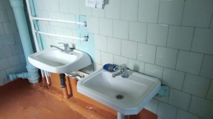 «Денег лишних не бывает». В конкурсе на самый грязный туалет России победила школа в Нефтекамске