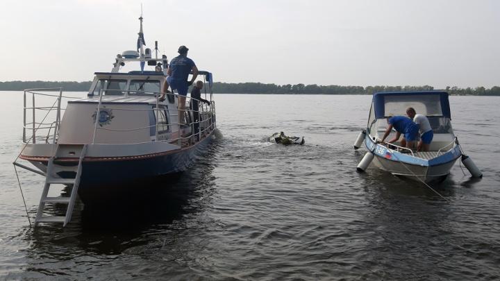 Спасатели рассказали подробности операции по подъему тел погибших при столкновении катера и баржи