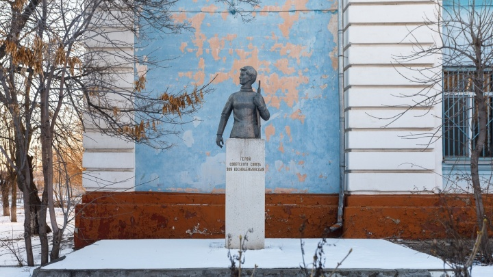 Со школьного двора в Волгограде исчез бюст Зои Космодемьянской