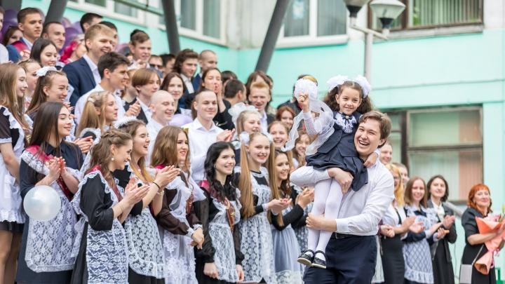 «Праздник, на котором плачет вся школа»: смотрим, как в Красноярске прошли последние звонки
