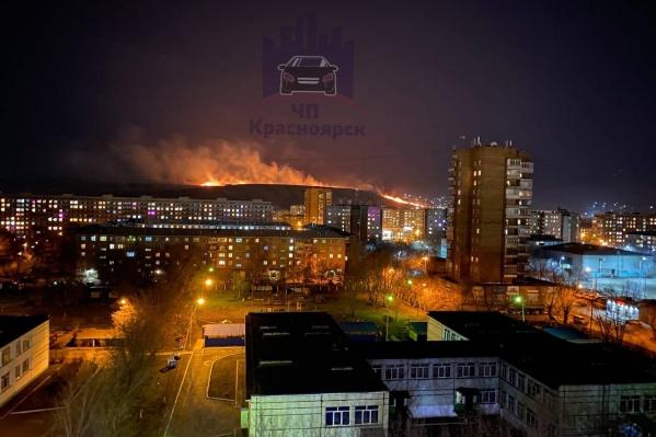 Зарево видно со многих районов Красноярска