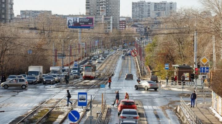 Из-за ремонта Ленинградского моста улицу в Челябинске закроют для трамваев на две недели