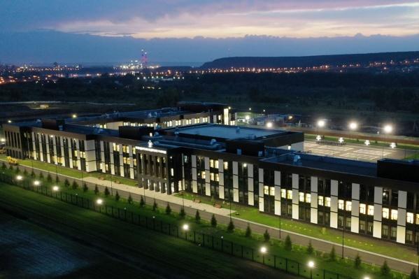 Первую очередь кадетского училища в Кемерово построили всего за 272 дня. В Омске работы ведутся по такому же проекту