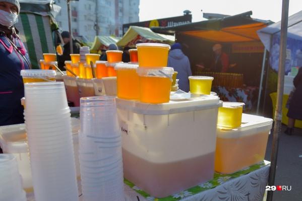 Мёд в Архангельск привезли из разных регионов. А какой предпочитаете покупать вы? Пишите в комментариях