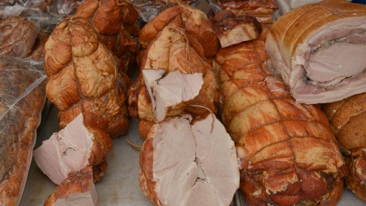 От сервелата до рябчика с брусникой: какие мясные изделия продают на Маргаритинке — изучаем цены