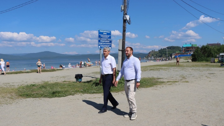 Отдыхающим запретили купаться на главном пляже озера Тургояк