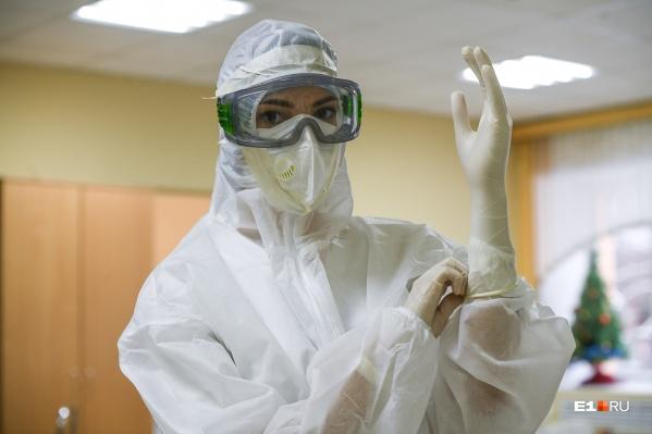 В последний день работы «красной» зоны в НИИ ОММ акушер-гинеколог Наталья Волохова показала, где принимали роды у беременных с коронавирусом