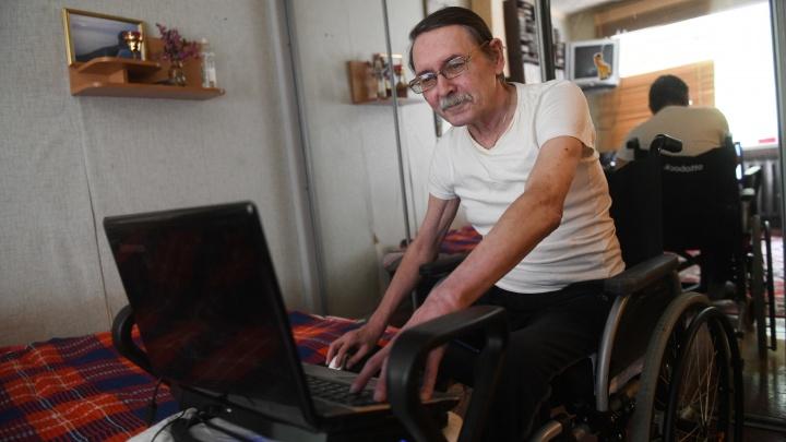«Стремлюсь выжить из огромного любопытства»: журналист-колясочник — о том, может ли пациент помочь себе сам