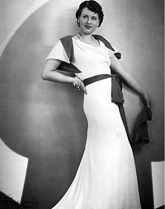 Партнерами Киссы по съемочной площадке становились самые известные французские актеры, такие как Жан Маре и Жан Габен. Ее друзьями были Антуан де Сент-Экзюпери и Эдит Пиаф