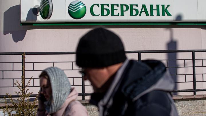Челябинец вызвал полицию в отделение Сбера после того, как банк заблокировал карту и отказался выдавать наличку
