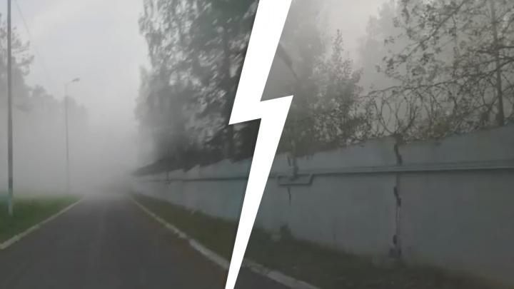 Рудный накрыло едким дымом: на заводе на юге Екатеринбурга произошел выброс химикатов