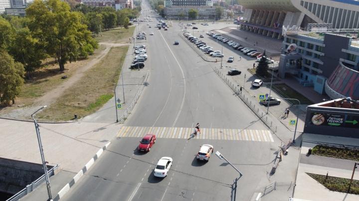 Светофор на переходе между двумя набережными в центре Челябинска установят в этом году