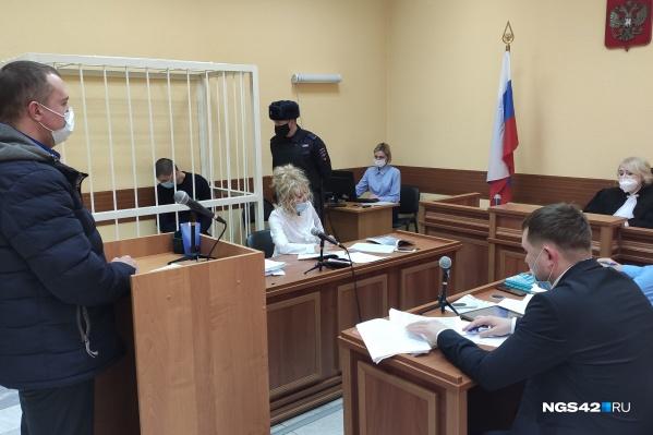На суде предоставили показания сразу пять жильцов дома, где убили Веру Пехтелеву