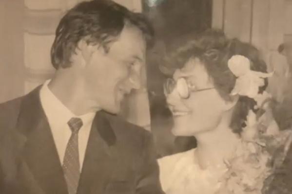 Игорь и Елена Малышевы в день свадьбы 34 года назад