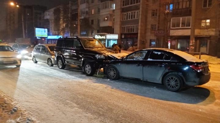 На Белинского неадекватный водитель устроил лобовое ДТП с машиной Росгвардии и попытался сбежать