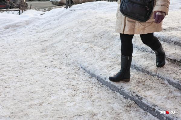 Тротуар сейчас больше похож на полосу препятствий
