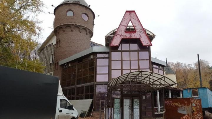 В Уфе сносят легендарное «А-кафе». Каким оно было и что построят на его месте?