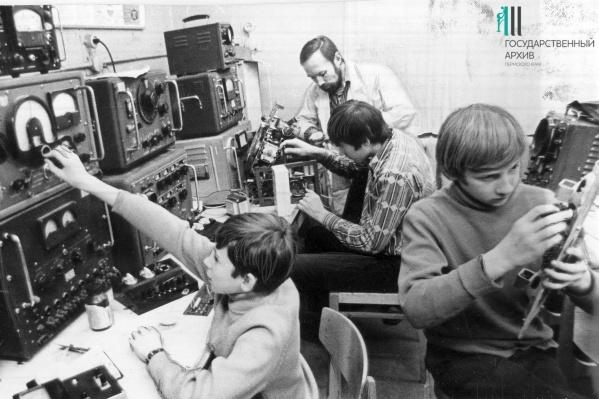 Школьники-радиолюбители в Березниковском дворце пионеров, 1975 год