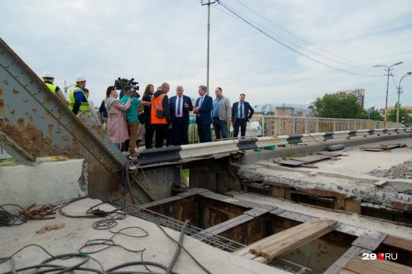 """Мы следили за ремонтом моста в процессе и уже собрали <a href=""""https://29.ru/text/transport/2021/06/29/69996749/"""" class=""""_"""" target=""""_blank"""">отзывы о качестве ремонта</a>"""