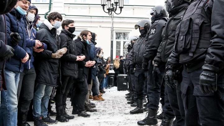 Нижегородцы вышли на акцию в поддержку Алексея Навального. Фото и видео NN.RU