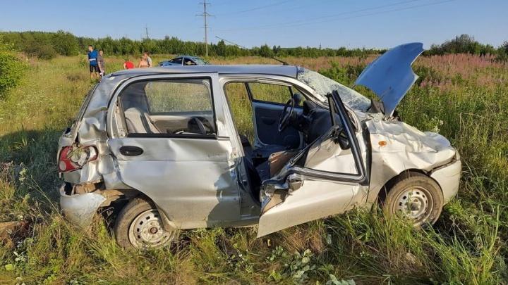 В Свердловской области водитель Hyundai, совершая обгон, выехал на встречную полосу и протаранил Matiz