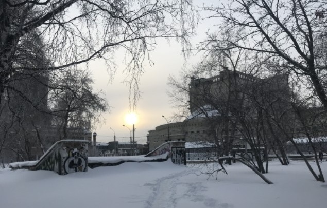 Власти Новосибирска рассказали, когда продолжат реконструкцию сквера за НОВАТом— сначала там снесут туалет
