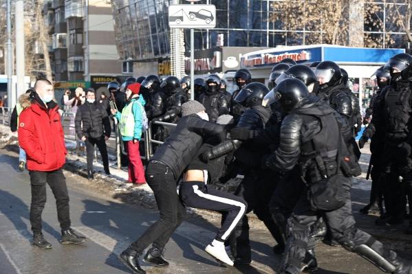 Во время акции протеста 31 января участники шествия не раз выходили на проезжую часть