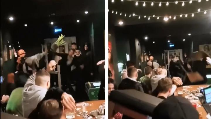 Кидались стульями, цветочными горшками и посудой: парень и девушка пострадали в потасовке в баре