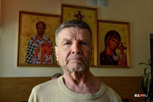 Юрий Михайлович — постоялец ночлежки и дворник в ней же