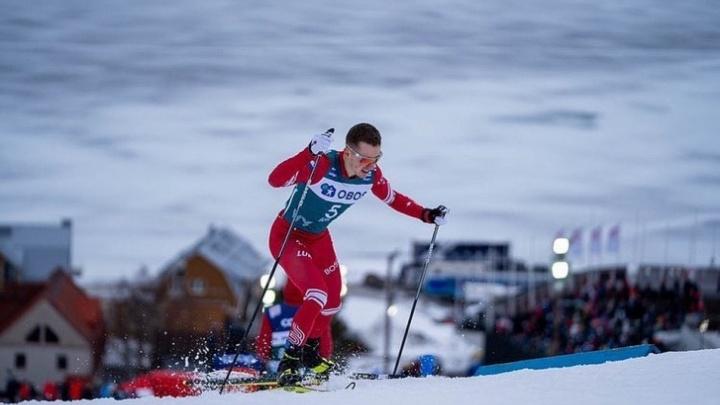 Известный тюменский лыжник сломал руку на чемпионате мира