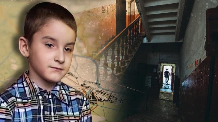 «Перерыли огород, искали тело»: история исчезновения ребенка в тюменском селе 13лет назад