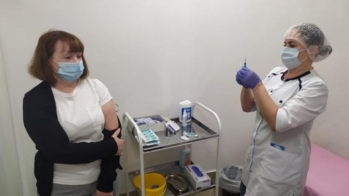 В цирке сделали пункт вакцинации от коронавируса. Пришедшим дают бесплатные билеты на представление